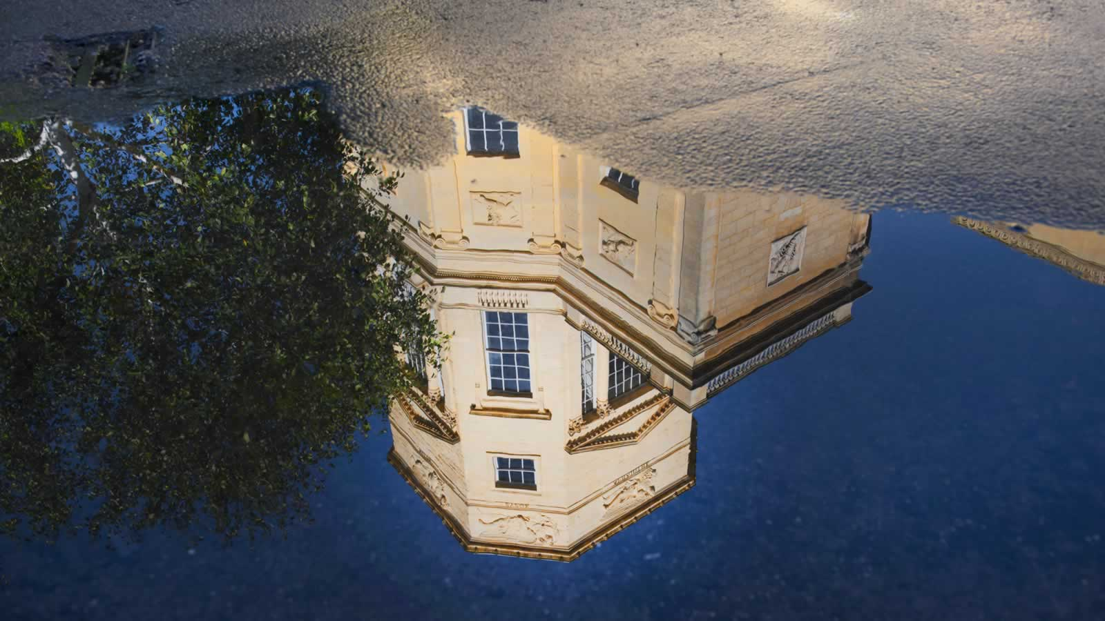 Reflecting the Radcliffe Observatory