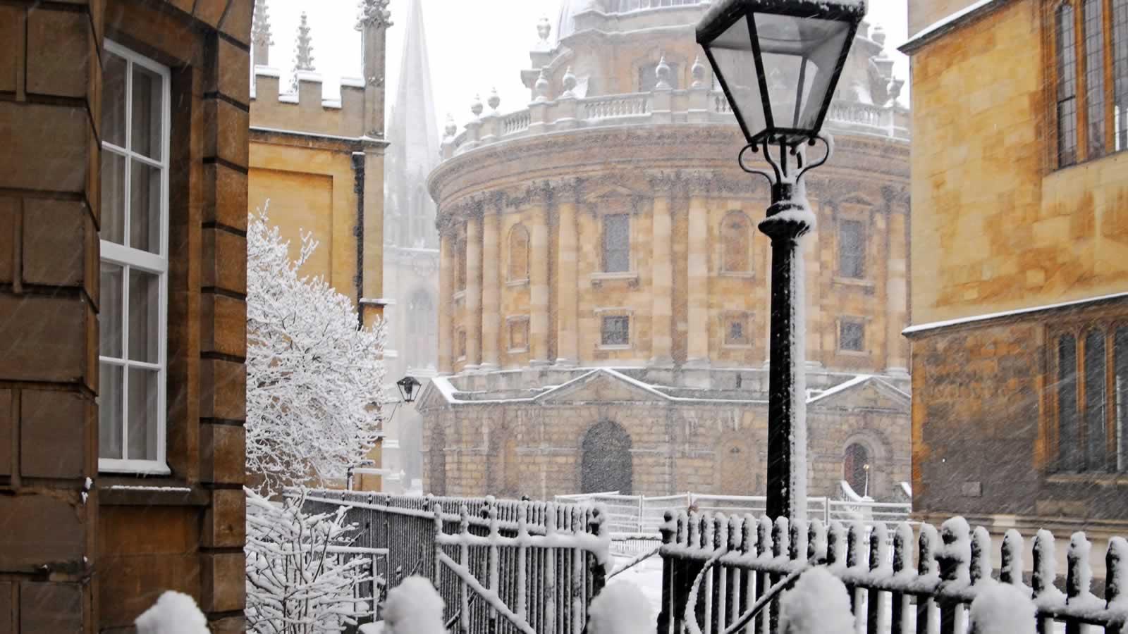 Snowy scenes in Oxford